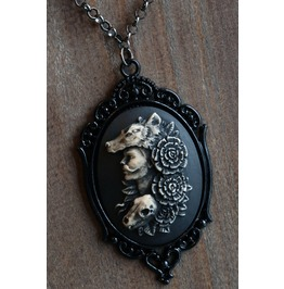 The Hunter Cameo Necklace Black