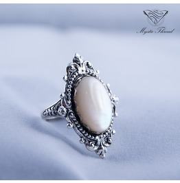 Pearlescent Victorian Ring