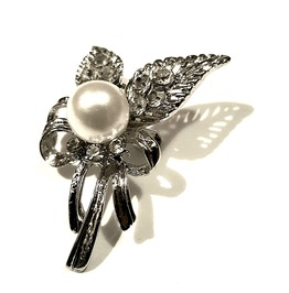 Elegance Pretty Dainty Leaf With Crystals And Faux Pearl Design Pin Brooch