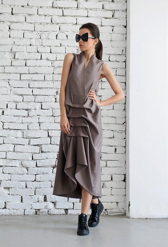 maxi_dress_loose_beige_dress_extravagant_sleeveless_dress_plus_size_dresses_6.jpg