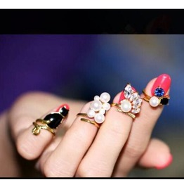 Pearl Diamond Ring Four Set Man Made Crystal Cat Drip Ring Joint Armor Ring