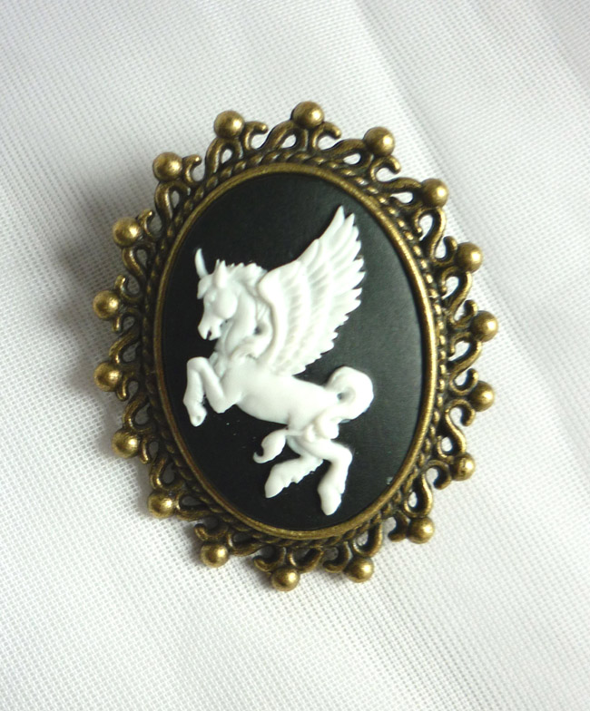 Pegasus Cameo Little Brooch_Brooches_3.JPG