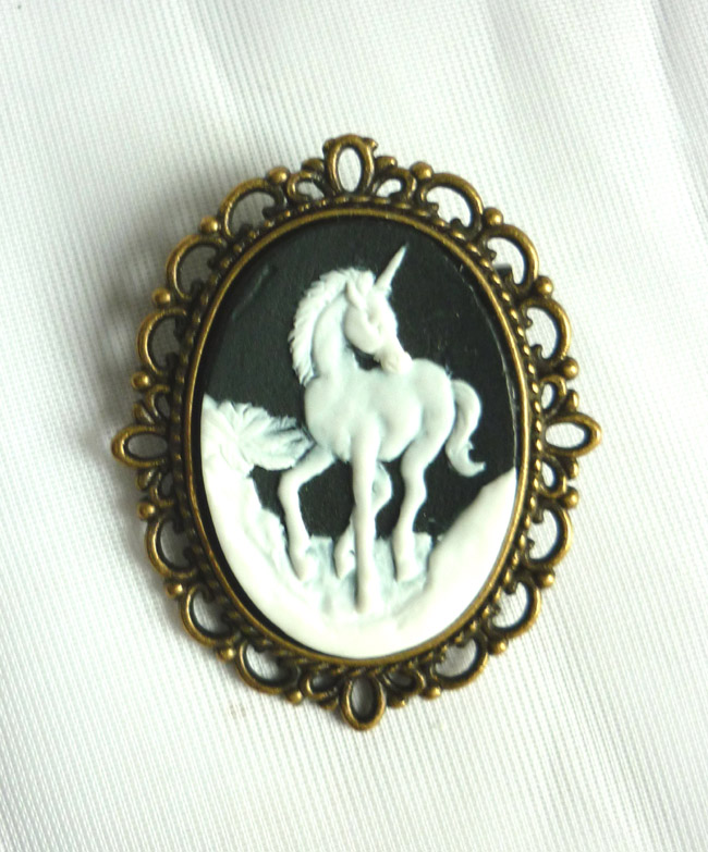 Unicorn Cameo Little Brooch_Brooches_3.JPG