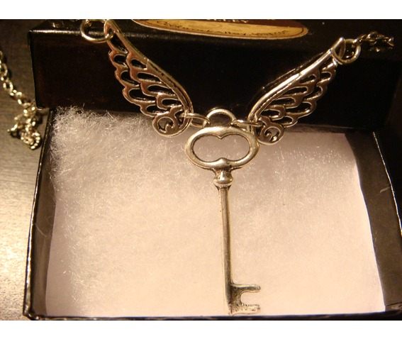 Flying Key Necklace Necklace Antique Silver_Necklaces_5.JPG