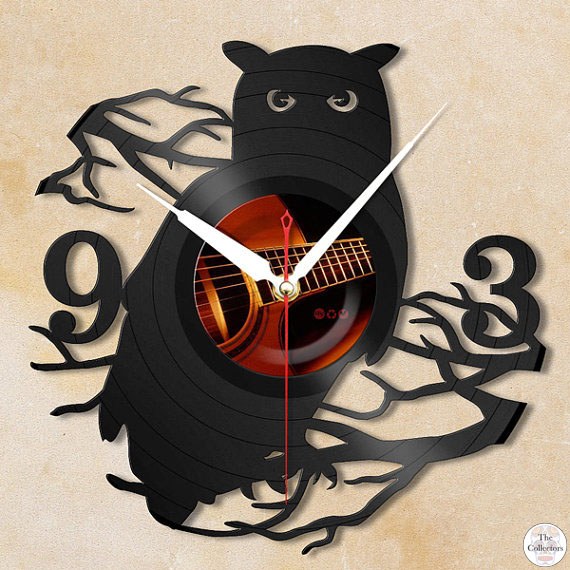 Wall Clock Owl Design : Decorating your gothic bedroom