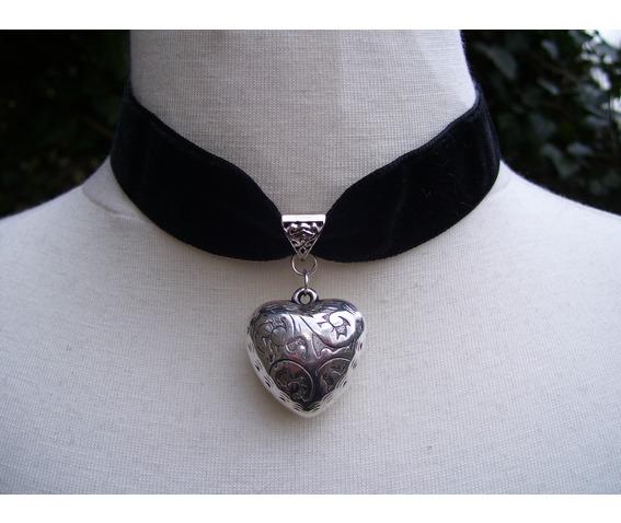 gothic_steampunk_black_velvet_heart_choker_pendant_necklaces_2.JPG
