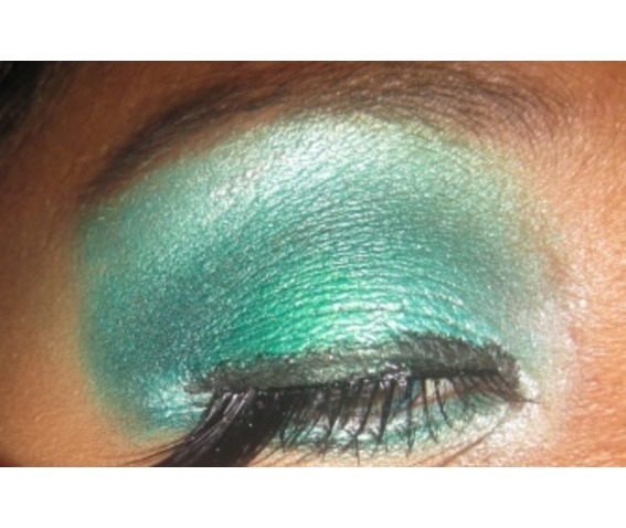 green_eye_dust_cosmetics_and_make_up_2.jpg