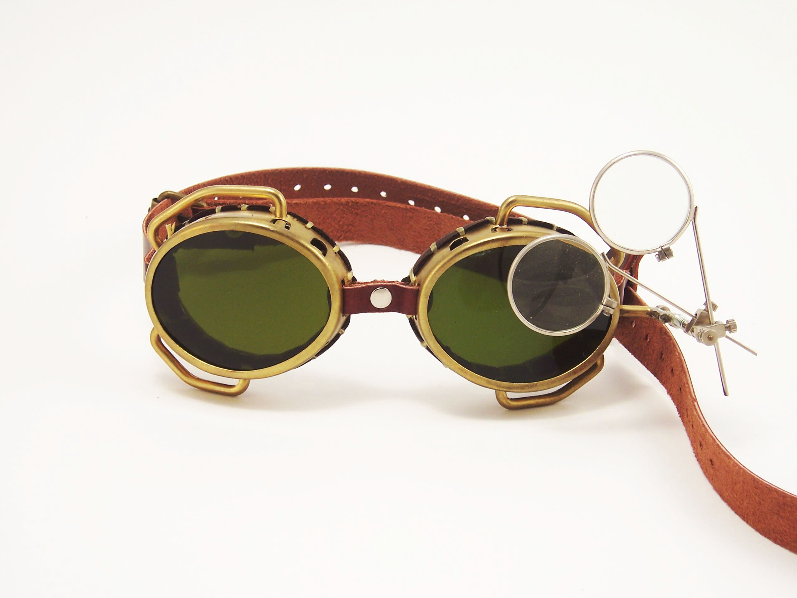 rebelsmarket_steampunk_goggles_solid_brass_with_flip_down_magnifiers_and_conduits_goggles_7.jpg