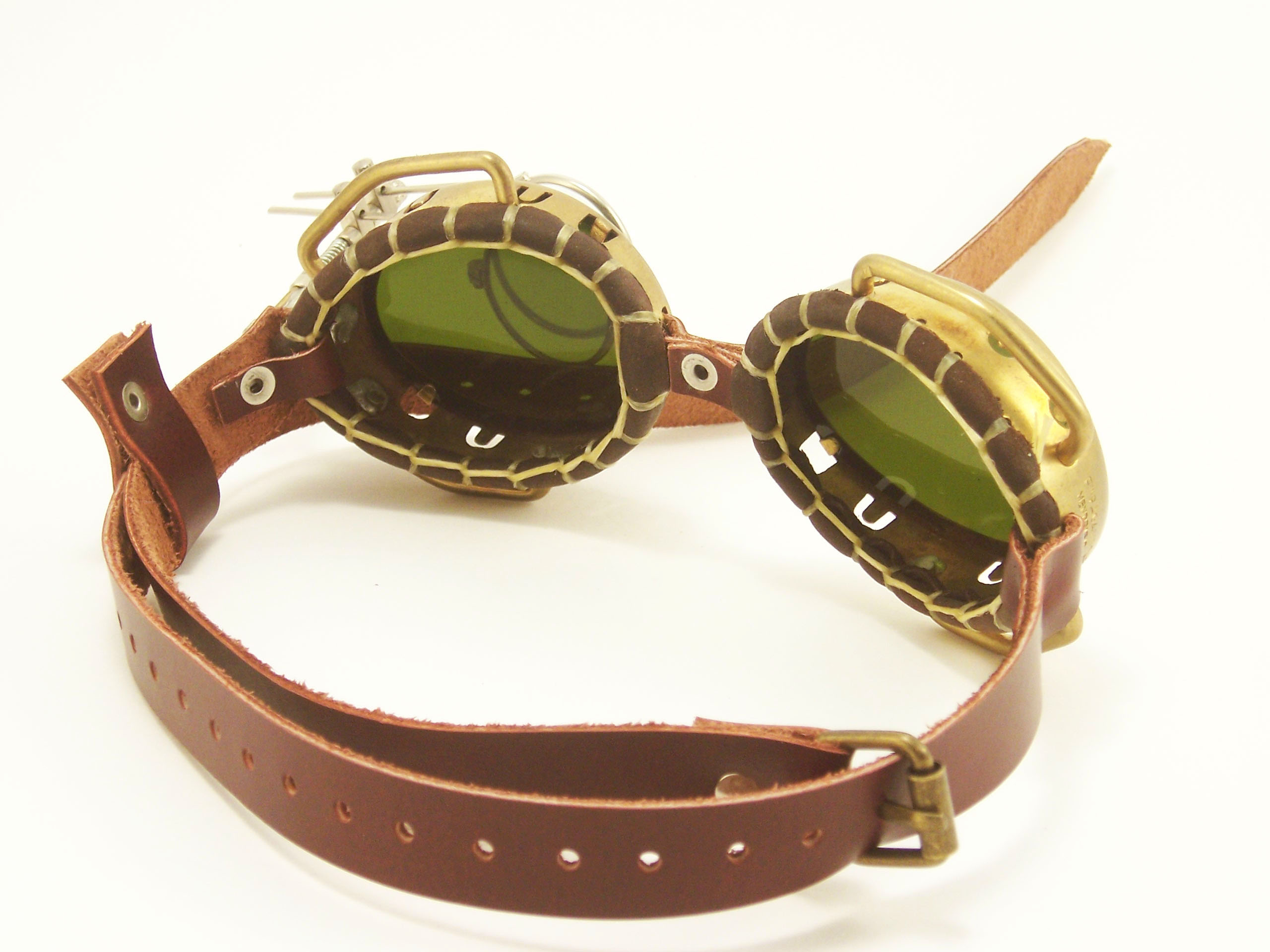 rebelsmarket_steampunk_goggles_solid_brass_with_flip_down_magnifiers_and_conduits_goggles_5.jpg