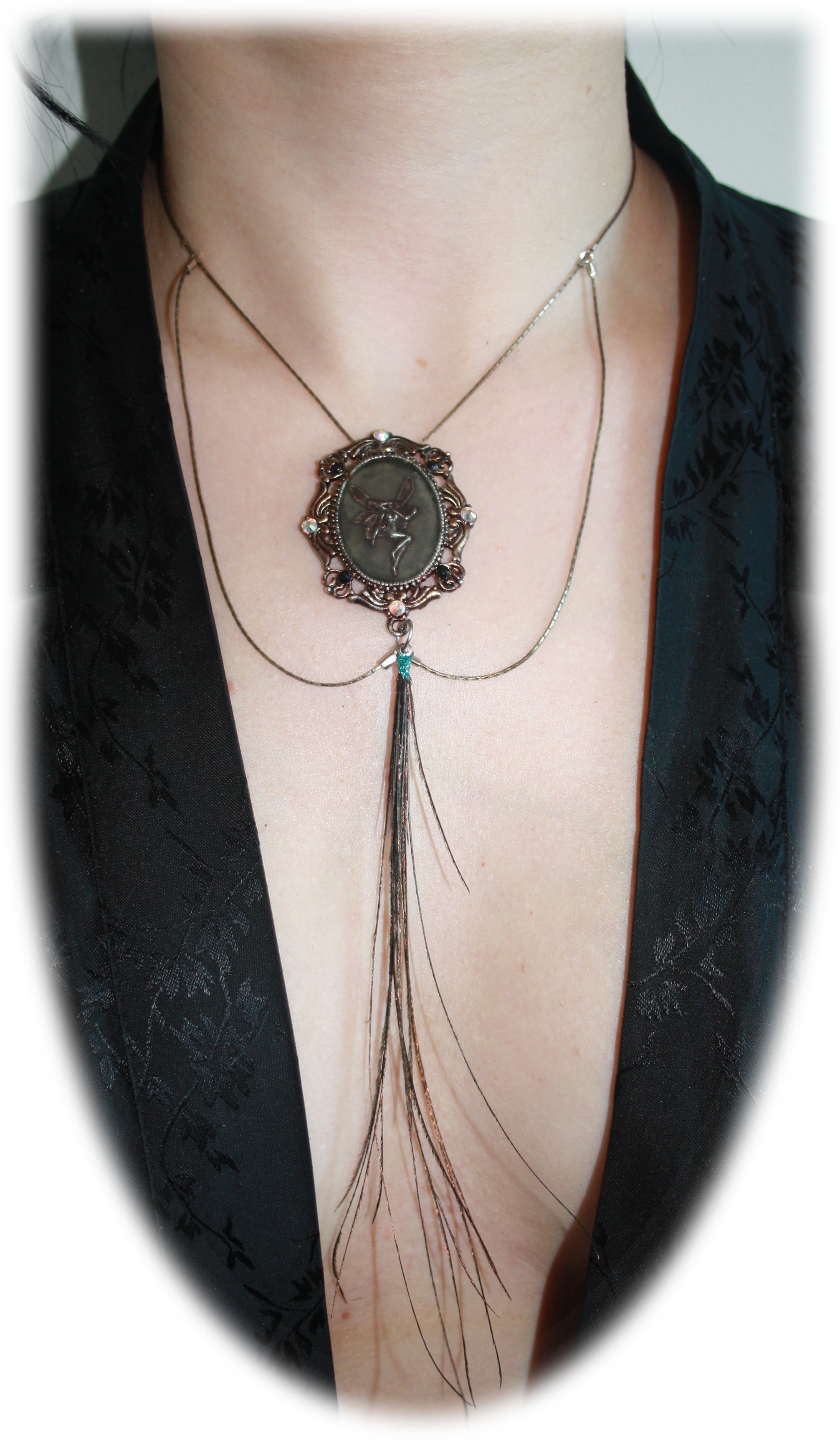 cameo_collar_with_ab_crystals_peacock_feathers_necklaces_3.jpg