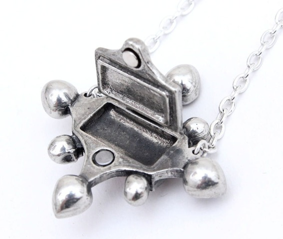 poison_locket_pewter_pendant_pendants_2.jpg