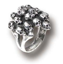 Charnalite Skulls Pewter Ring