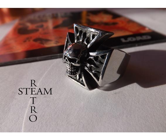 gothic_iron_cross_skull_biker_ring_steamretro_rings_5.jpg