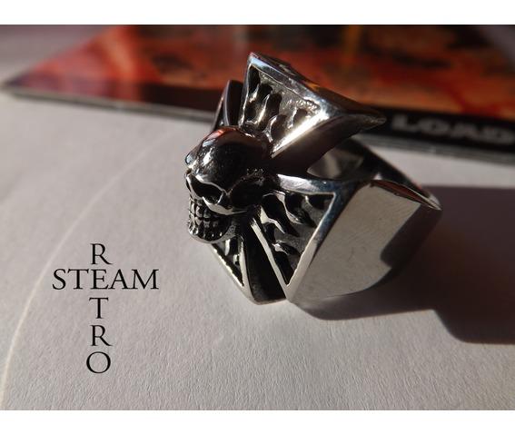 gothic_iron_cross_skull_biker_ring_steamretro_rings_3.jpg