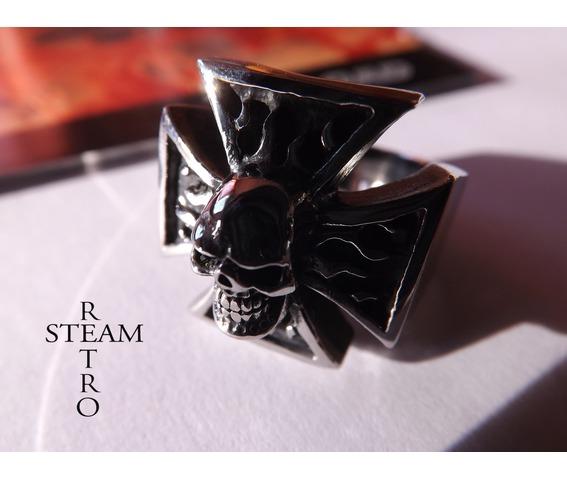 gothic_iron_cross_skull_biker_ring_steamretro_rings_2.jpg