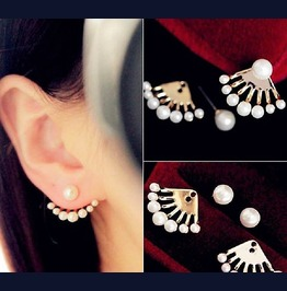 Elegant Punk Gold Plated Front And Back Dragon Hand Pearls Stud Earrings