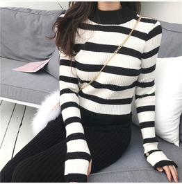 Striped Sweater Knit Top Finger Cuff Style White Black Yellow T2337