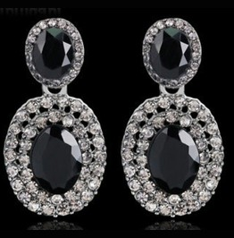 Eye Catching Diamante Oval Design Earrings