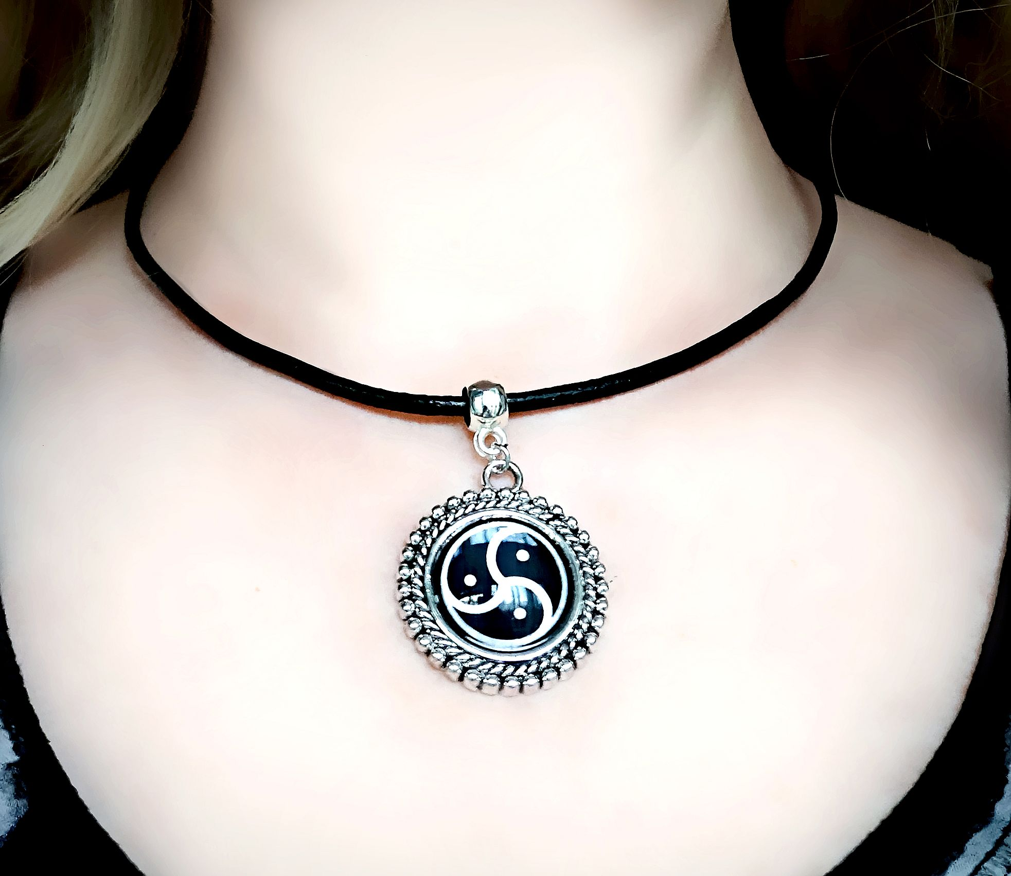 pendant silver round sterling triskele celtic necklace