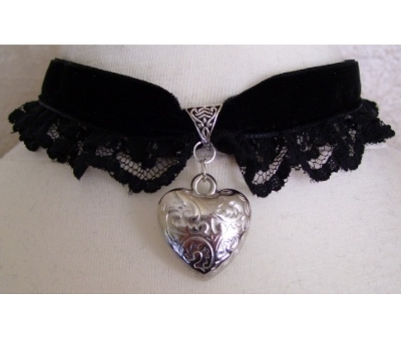 gothic_steampunk_black_velvet_heart_choker_pendant_necklaces_2.jpg