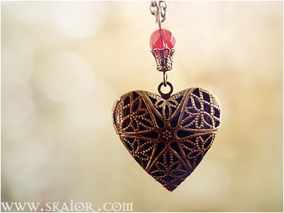 gothic_heart_locket_necklace_victorian_jewelry_necklaces_3.jpg