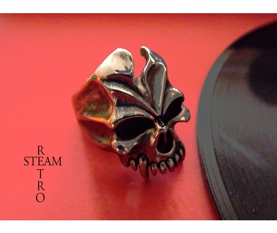 gothic_vampire_skull_ring_gothic_jewelry_steamretro_rings_5.jpg