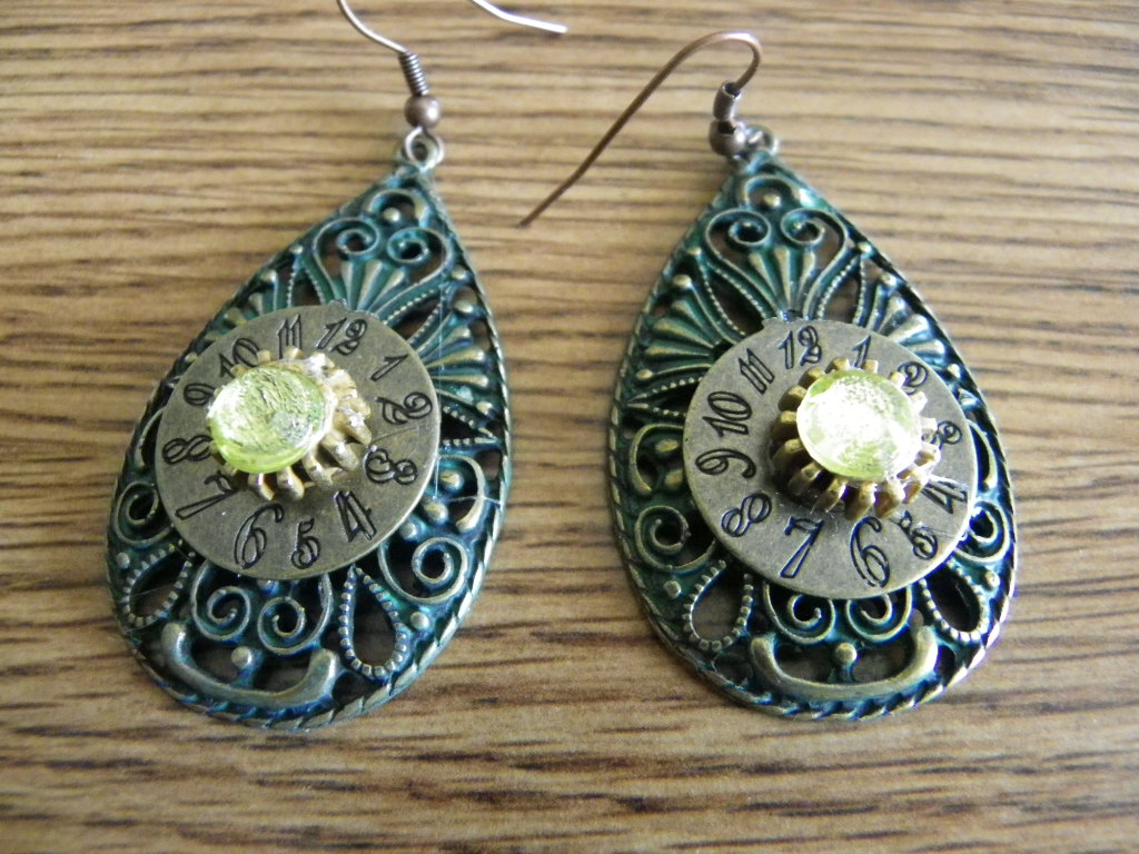 teardrop_dangle_steampunk_earrings_yellow_crystals_earrings_2.JPG