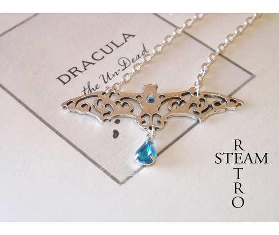 gothic_vampire_bat_necklace_gothic_steamretro_necklaces_2.jpg