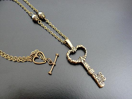 gothic_skeleton_key_necklace_victorian_steampunk_necklaces_3.jpg