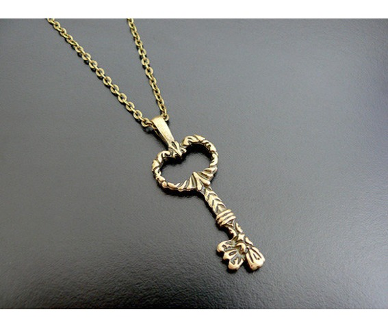 gothic_skeleton_key_necklace_victorian_steampunk_necklaces_2.jpg