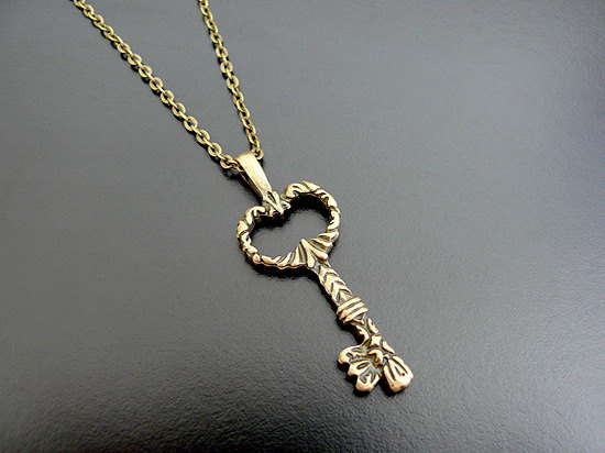 gothic_skeleton_key_necklace_victorian_steampunk_necklaces_2.jpg