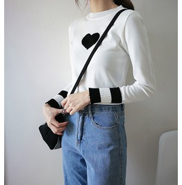 Knit Sweater Slim Fit Heart Print Black And White Women's Sweater Top