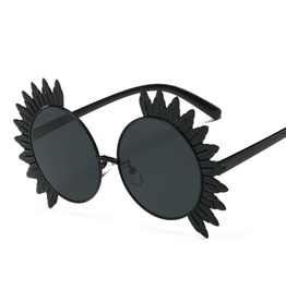 Fashionable Women's Oversized Charm Sunglasses For Streetwear Travelling