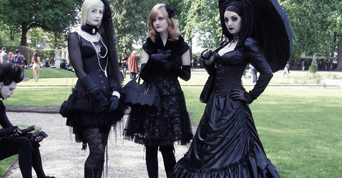 How to dress according to your gothic type