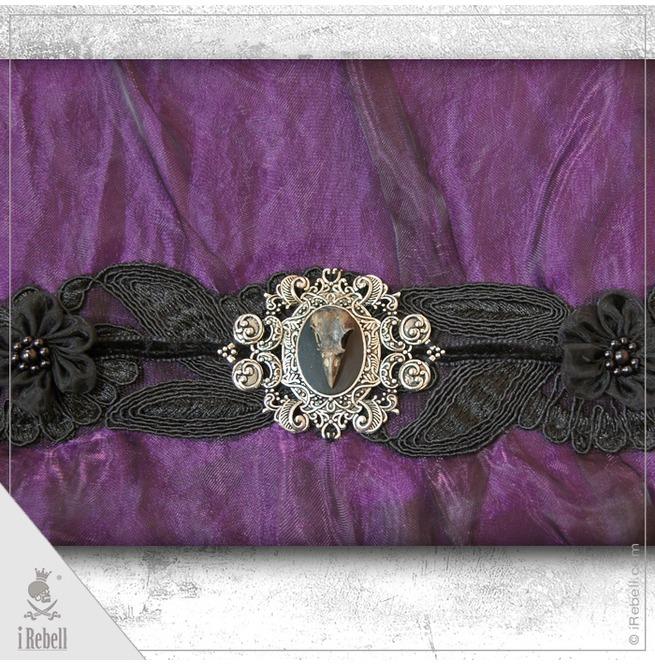 rebelsmarket_raven2_gothic_fantasy_style_shoulder_bag_with_beautiful_raven_skull_cameo_purses_and_handbags_5.jpg