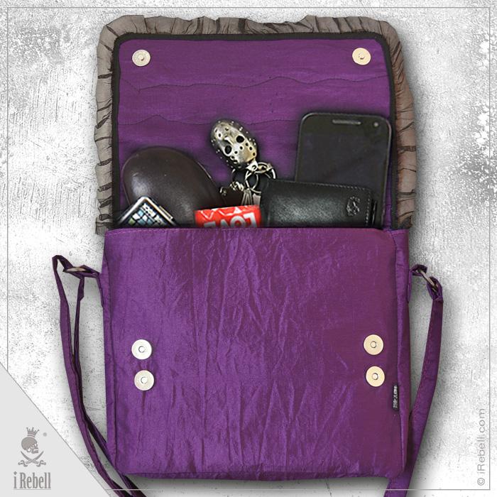 rebelsmarket_raven2_gothic_fantasy_style_shoulder_bag_with_beautiful_raven_skull_cameo_purses_and_handbags_4.jpg