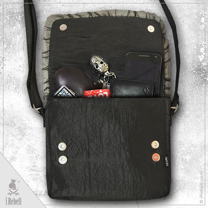 rebelsmarket_dark_raven_gothic_fantasy_style_shoulder_bag_with_raven_cameo_purses_and_handbags_3.jpg