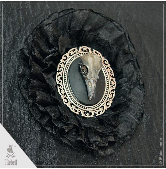 rebelsmarket_dark_raven_gothic_fantasy_style_shoulder_bag_with_raven_cameo_purses_and_handbags_7.jpg