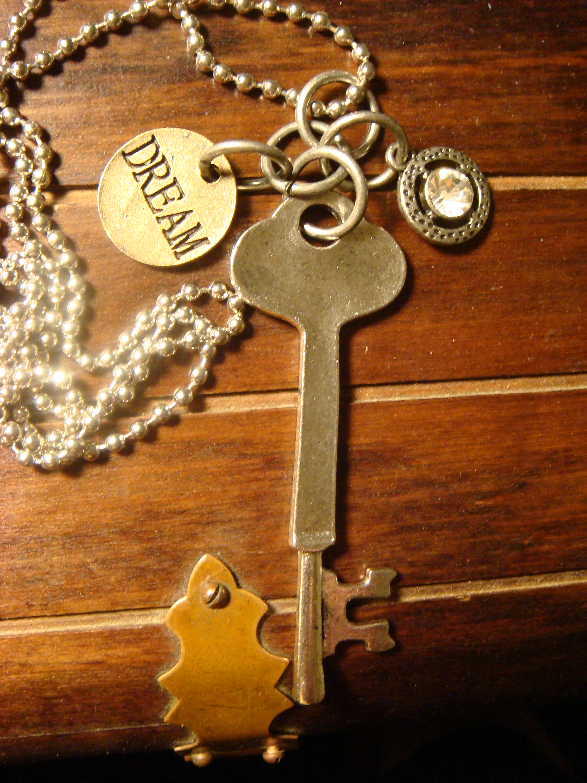steampunk_skeleton_key_dream_jewel_necklace_necklaces_3.JPG
