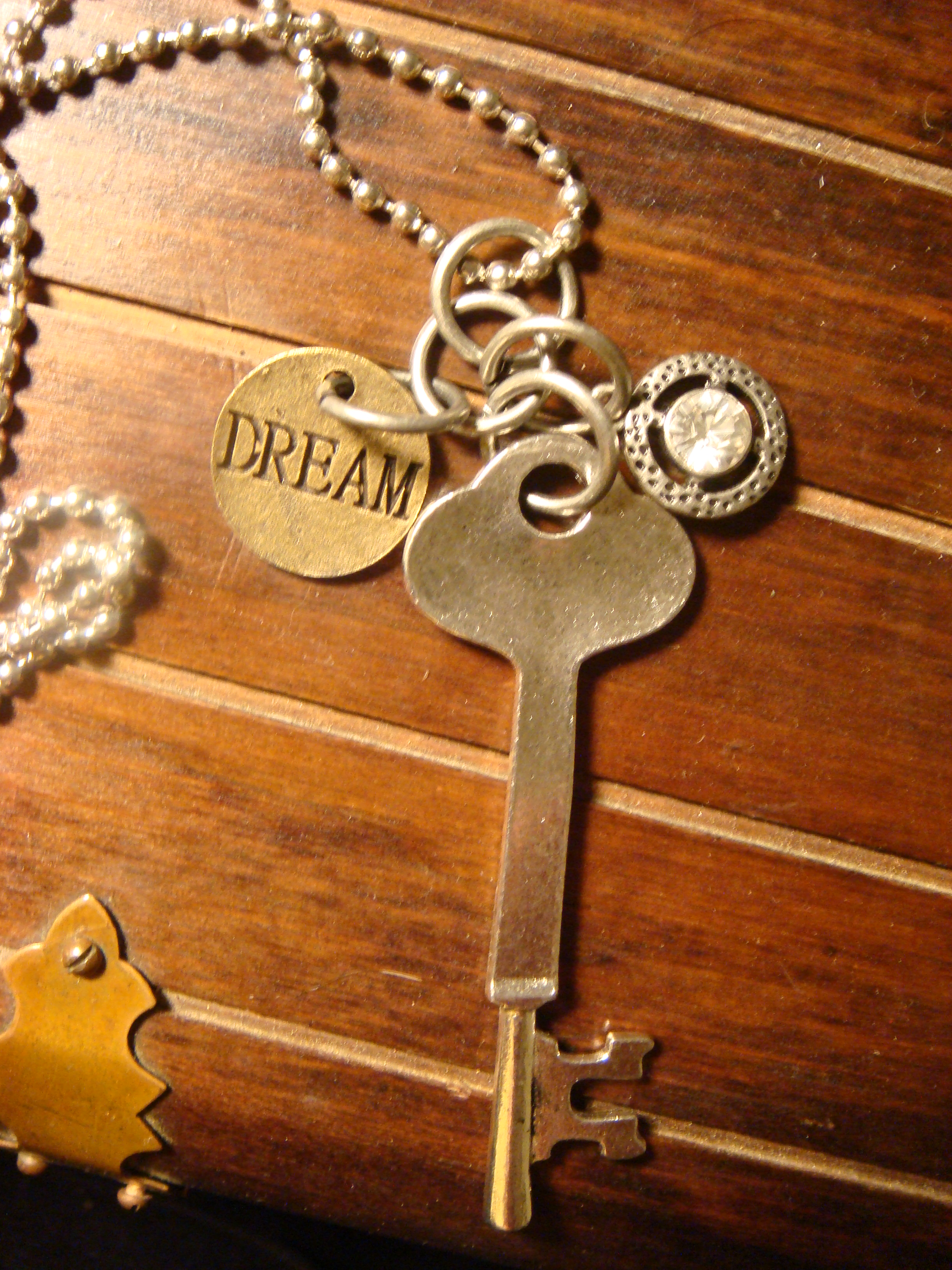 steampunk_skeleton_key_dream_jewel_necklace_necklaces_2.JPG