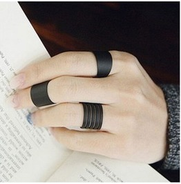 Darkforest Gothic Knuckle Spiral Ring Set Womens Accessories