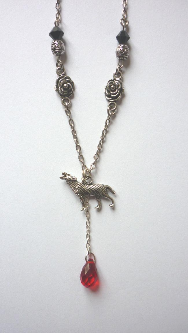 the_werewolf_leus_warous_necklace_necklaces_4.JPG