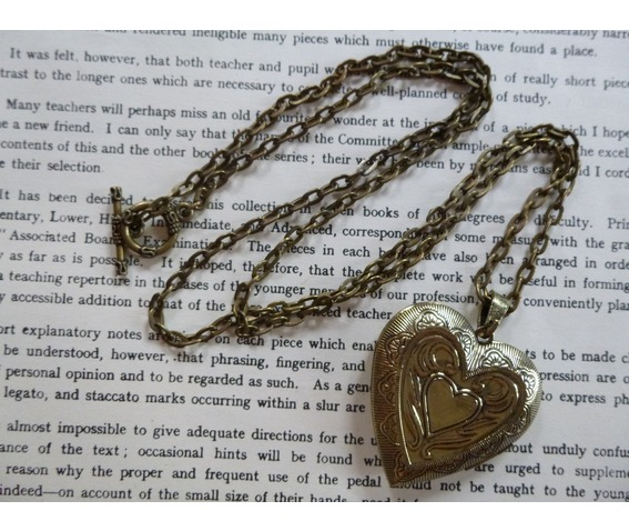 love_locket_hammered_pattern_brass_antique_tin_heart_necklaces_3.JPG