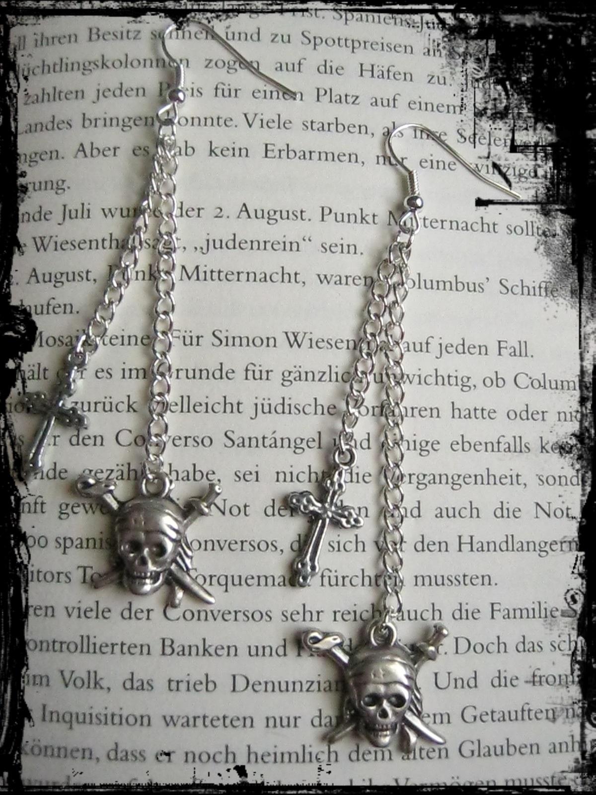 pirates_cross_earrings_goth_earrings_2.JPG