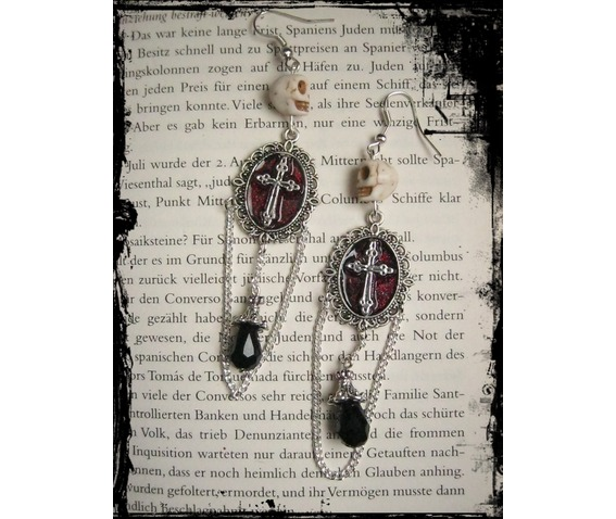 skull_cross_earrings_chain_pearls_earrings_2.JPG