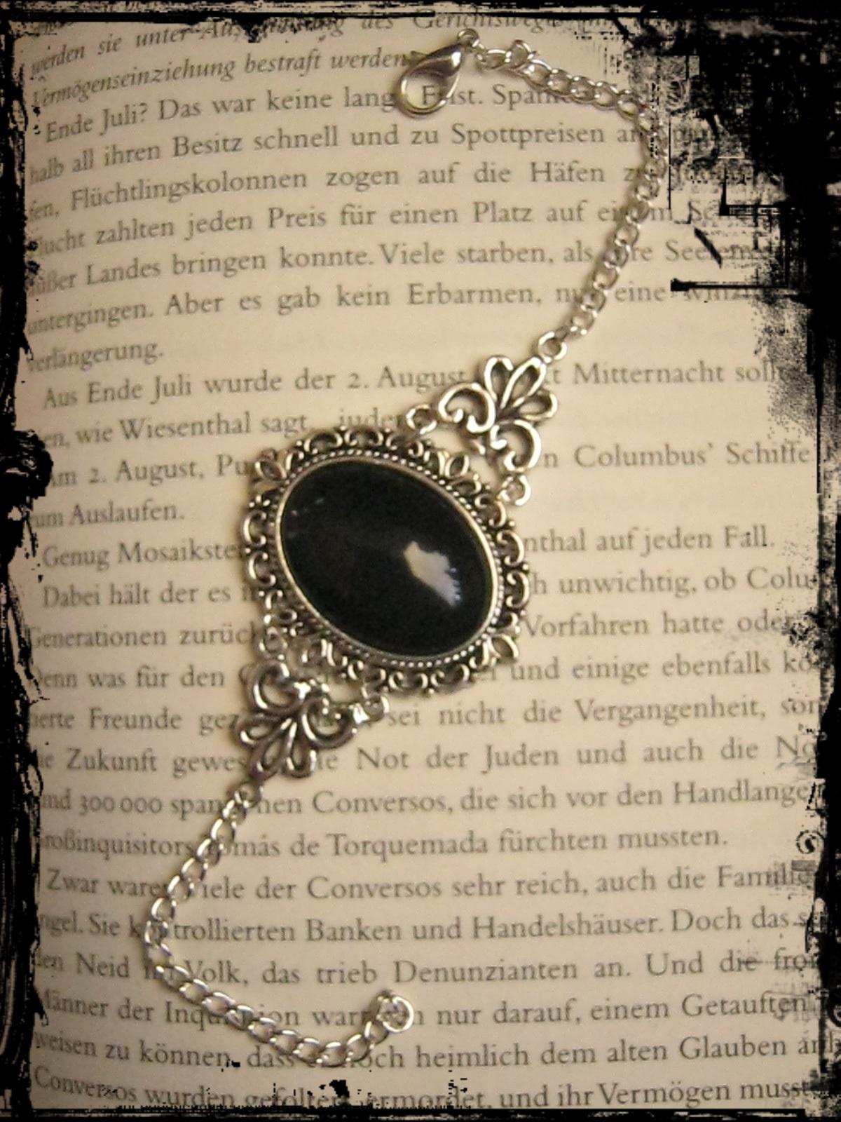 bracelet_black_cabochon_bracelets_and_wristbands_2.JPG
