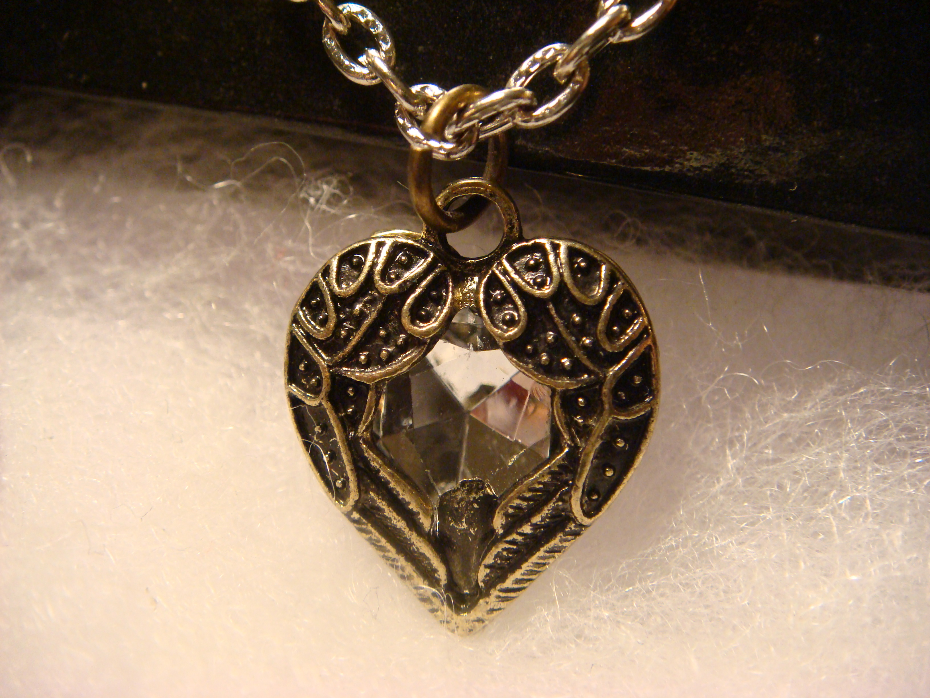 small_winged_heart_jewel_necklace_necklaces_4.JPG