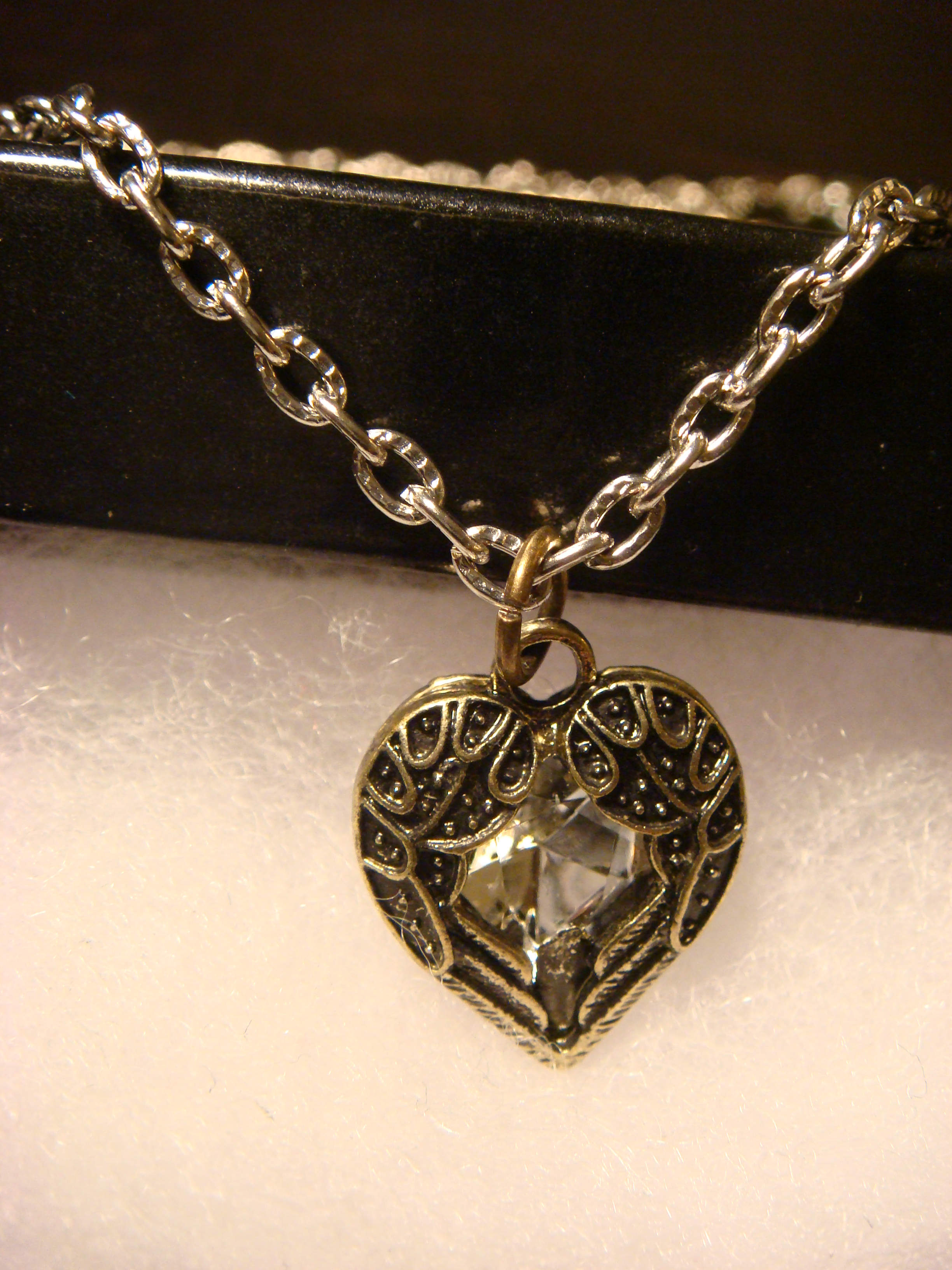 small_winged_heart_jewel_necklace_necklaces_2.JPG