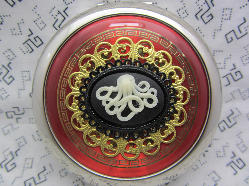 red_compact_mirror_the_octopus_cosmetics_and_make_up_3.JPG