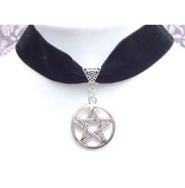 Gothic Witch Pagan Silver Tone Pentacle Black Velvet Choker